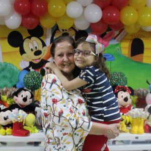Aniversário: voluntários do Martagão fazem festa no Play Kids, no Shopping Barra