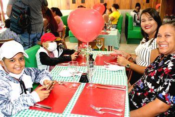 Pacientes do Martagão participam de almoço na Cantina Don Bello