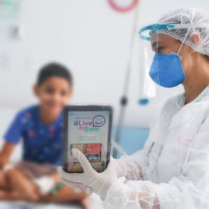 Martagão usa tablets para pacientes com covid se comunicarem com familiares