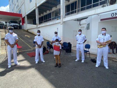 Banda do Grupamento de Fuzileiros Navais de Salvador realiza apresentação no Hospital