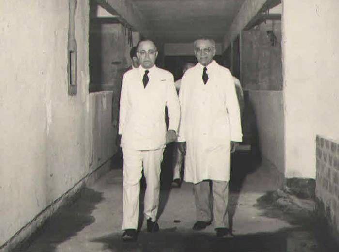 Álvaro Bahia e Clemente Mariani em visita às obras do Hospital Martagão Gesteira